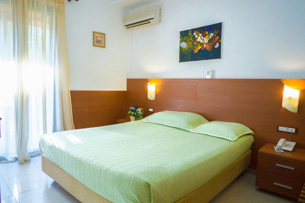 bella vista apts a double bed