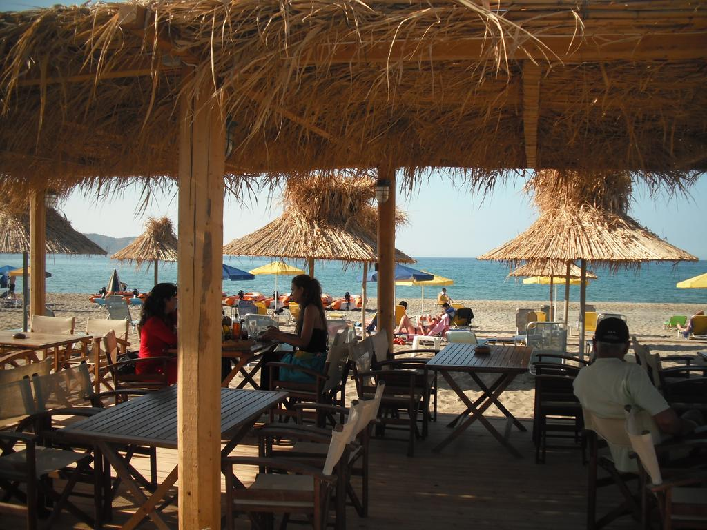 aptera apts the beach bar