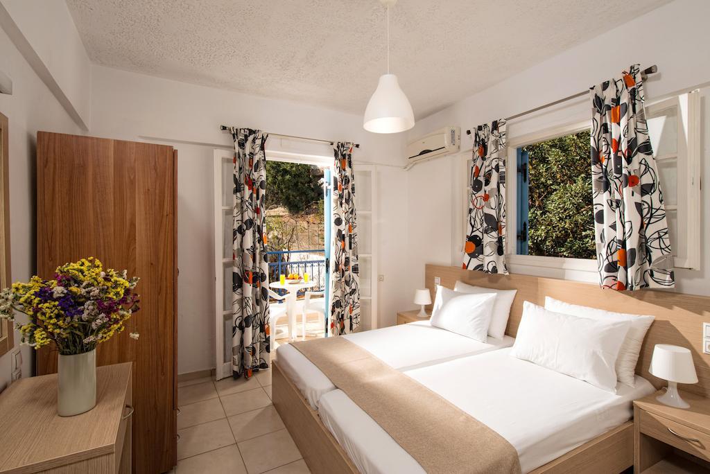 castelllo apts the double bed bedroom
